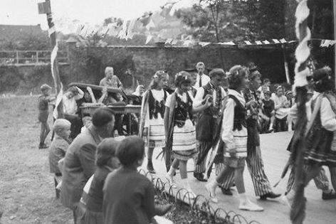 0039 - COMBLAIN-LA-TOUR – 1963 : spectacle en costumes polonais