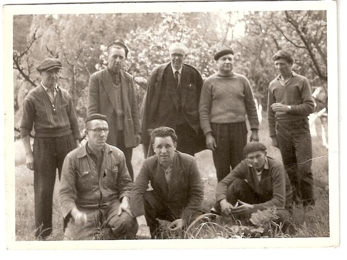 0059 : COMBLAIN-LA-TOUR – 1962 – Les pionniers : ( ? ) ; Pan Jan ; Dr Wilczek ; ( ? ) ; ( ? ) ; Accroupis ( ? ) ; ( ? ) ; Mr Léon Czak