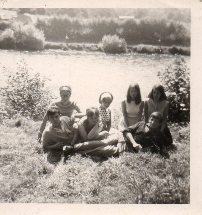 0082_1966 : -COMBLAIN-LA-TOUR – Devant l'Ourthe : Provisoirement : ( ? ) ; ( ? ) ; ( ? ) ; ( ? ) ; ( ? ) ; ( ? ) ; ( ? )