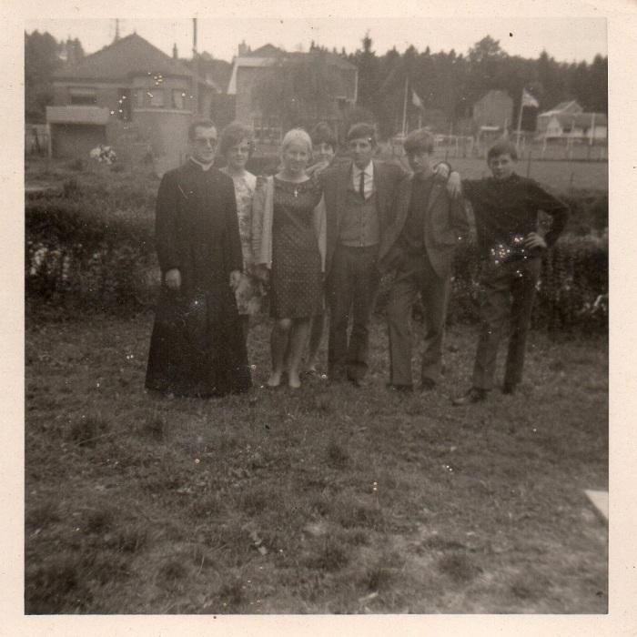 0083_1966 : COMBLAIN-LA-TOUR – Devant l'Ourthe : Provisoirement : ( ? ) ; ( ? ) ; ( ? ) ; ( ? ) ; ( ? ) ; ( ? ) ; ( ? )