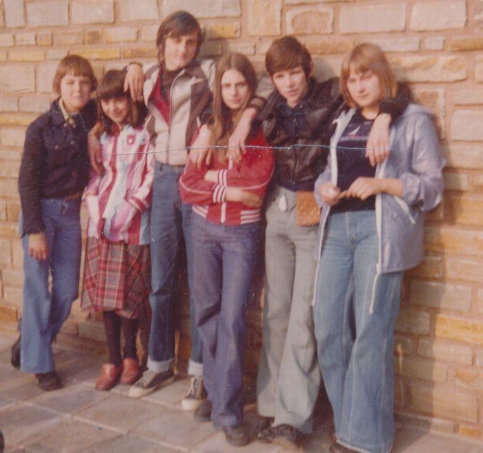 0114 : -COMBLAIN-LA-TOUR – 1977 : Patrick Magdaj ; Cécile Dannielewski ; Michel Konarski ; Hélène Piech ; Freddy Motala ; Christine Piech.