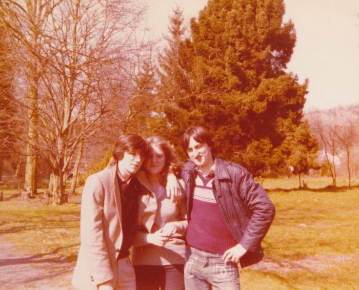 0120 : COMBLAIN-LA-TOUR – 1980 : Dans le parc : Freddy Motala ; Fabienne Laffut ; Michel Konarski.